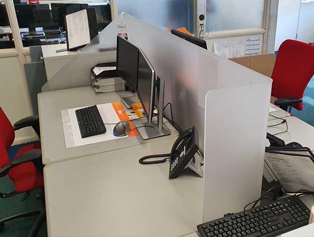 coronascherm voor bureau