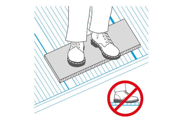 Mag je staan of lopen op een kanaalplaat dak?